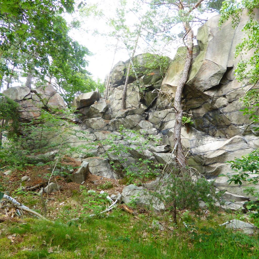 Sandsteinfelsen am ganzen Berg