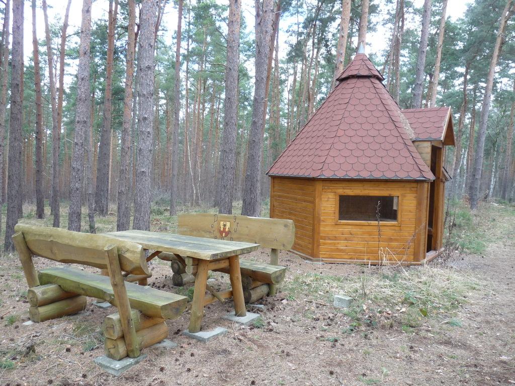Die Schutzhütte am Wegekreuz