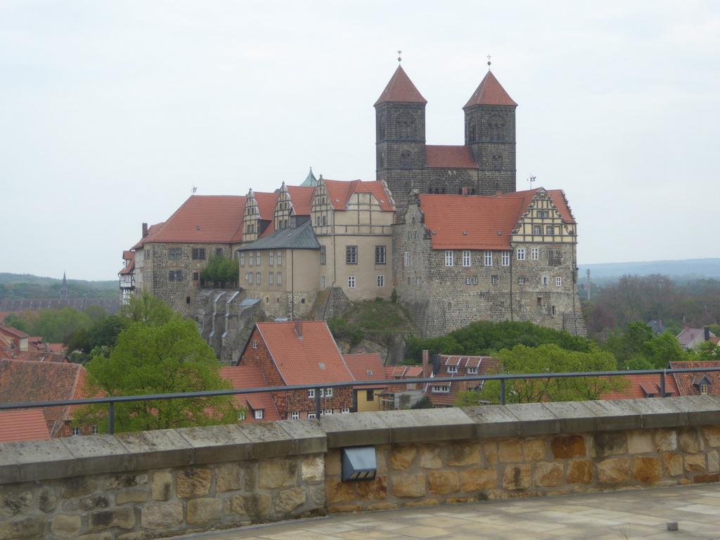 Der Schloßberg vom Münzenberg aus gesehen