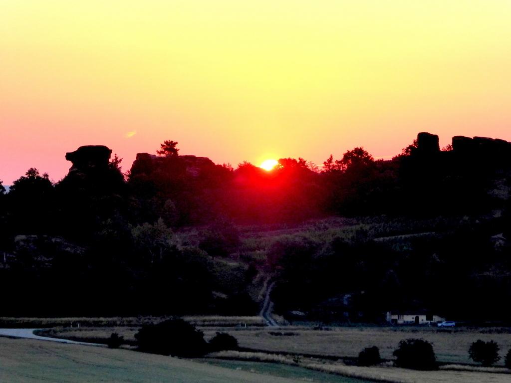 Sonnenaufgang zur Sommersonnenwende über dem Königstein
