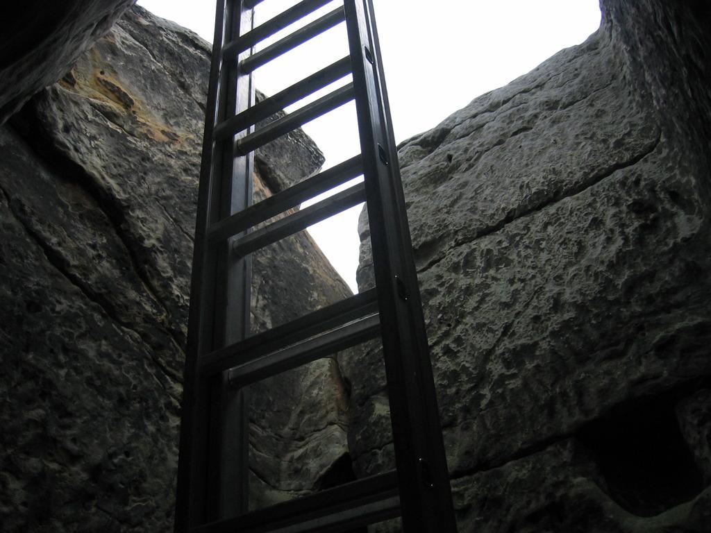 Der Zugang durch den Schacht (Foto O. Klatt)