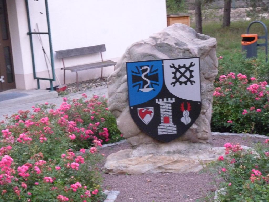 Das Regimentszeichen am Eingang