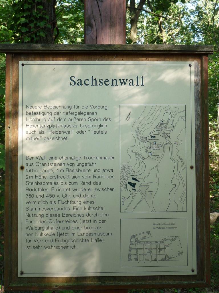 Der Sachsenwall, eine Information zur Fluchtburg hier oben