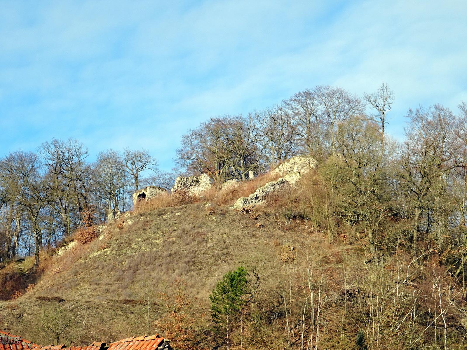 """Die Alte """"Questenburg"""" gegenüber auf dem Berg"""
