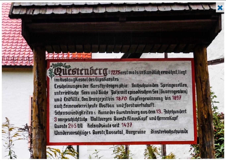Eine Informationstafel im Ort