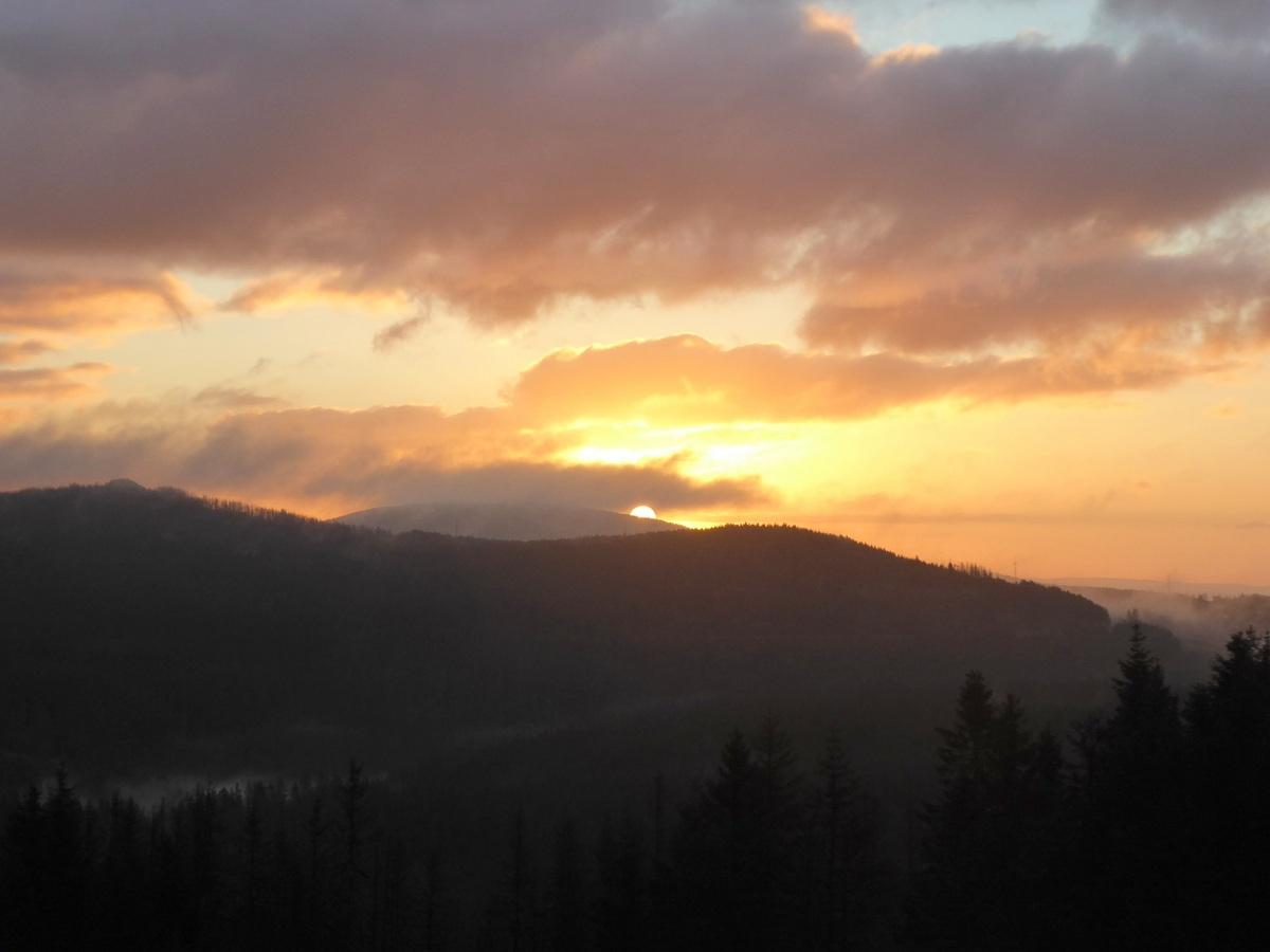 Am 25.Sept., Die Sonne kämpft und zeigt sich in den Wolken