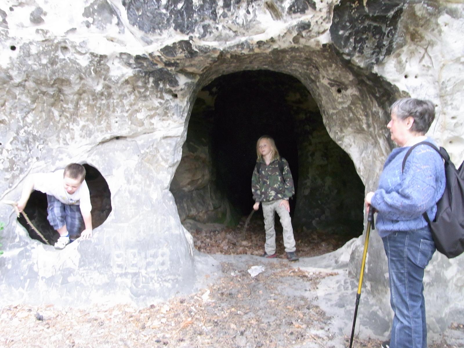Im Höhleneingang