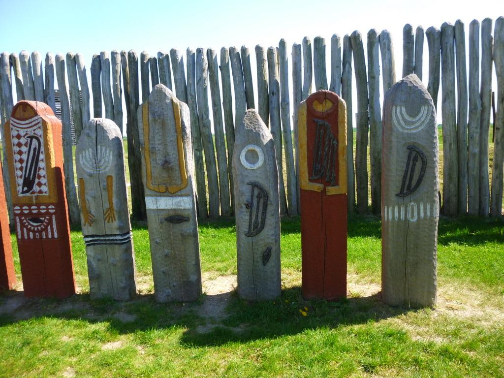 Stelen aus Holz