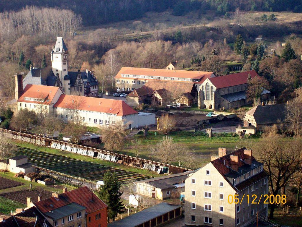 Blick auf das Wipertikloster mit dem Bänschen Gutshof