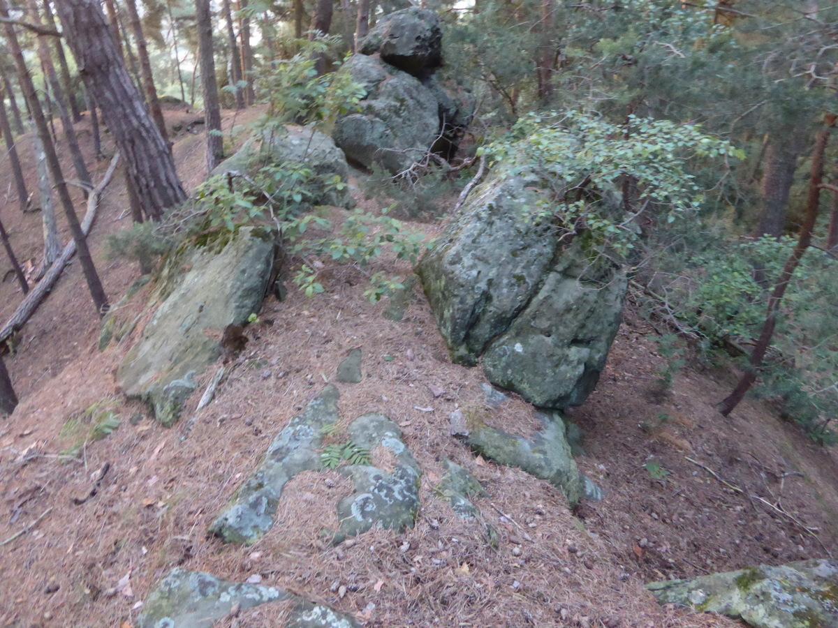 Der breite Pfad auf dem Felsenkopf