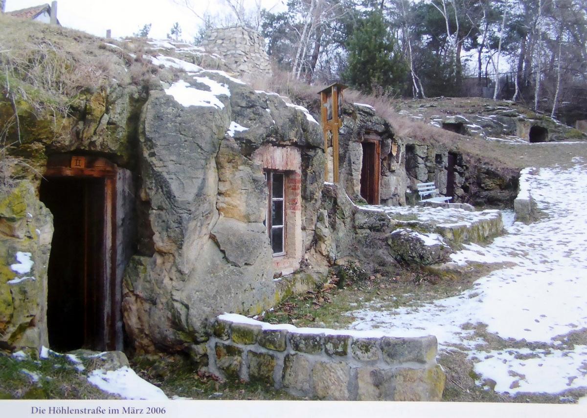 Höhlenwohnungen am Schäferberg heute (aus Chronik von Langenstein)
