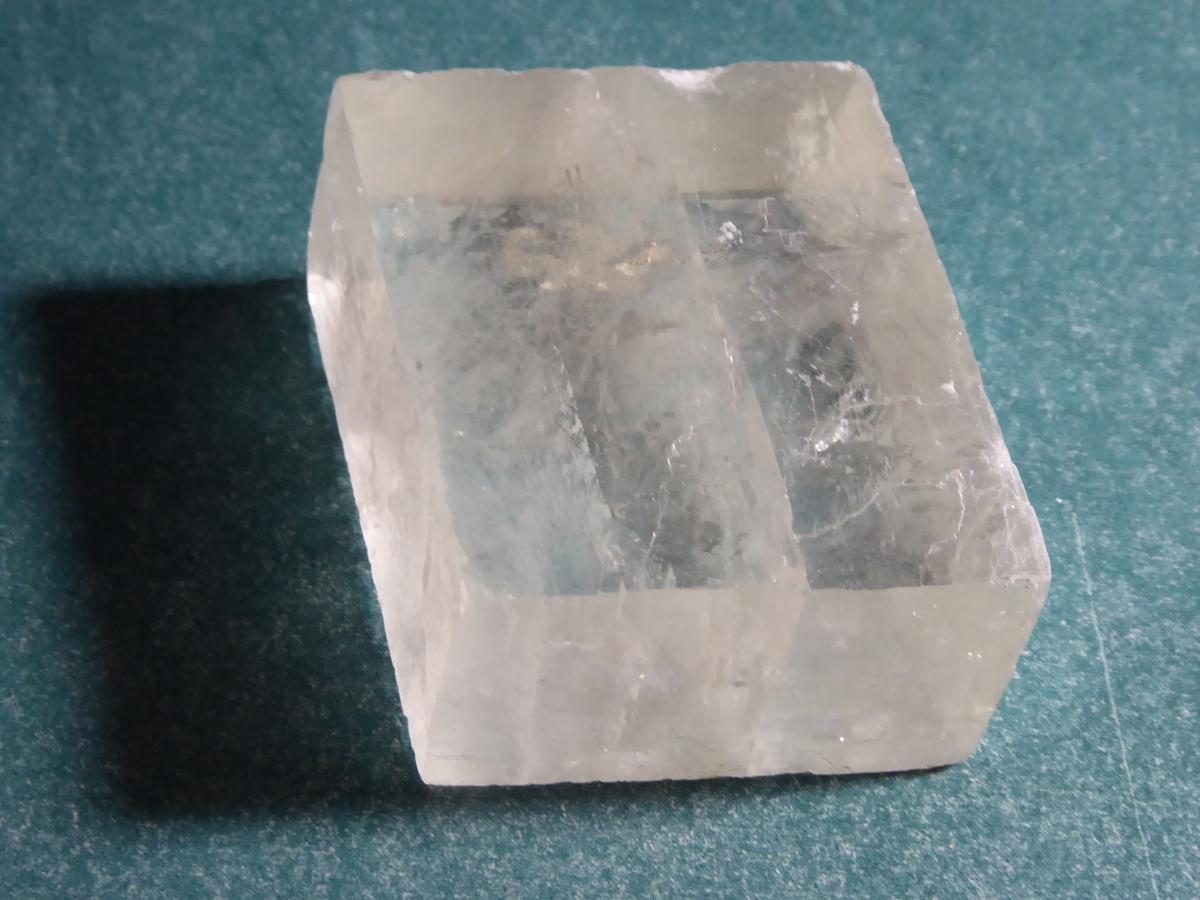 Ein Doppelspatkristall, leider nicht in der besten Qualität!