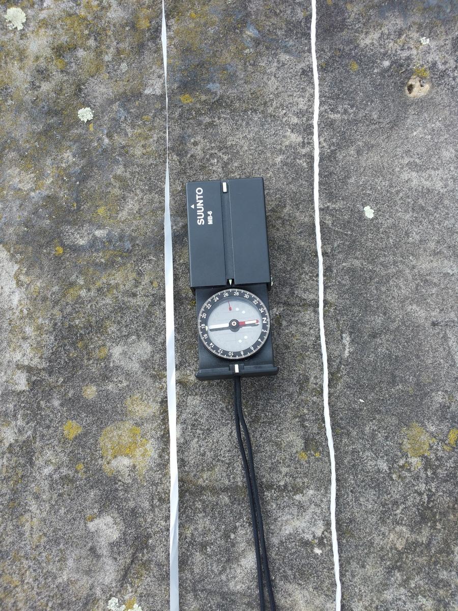 zwei parallele Linien in 270° zur Tag- und Nachtgleiche