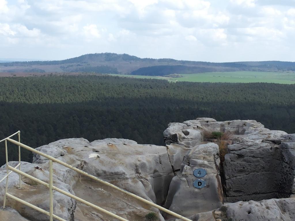 Der Blick außerhalb der Kammer zum Hoppelberg