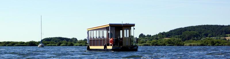 Fahrt vor Salem Hausboot Floss Boot Urlaub Fluss Peene Kummerower See Mecklenburg Seenplatte
