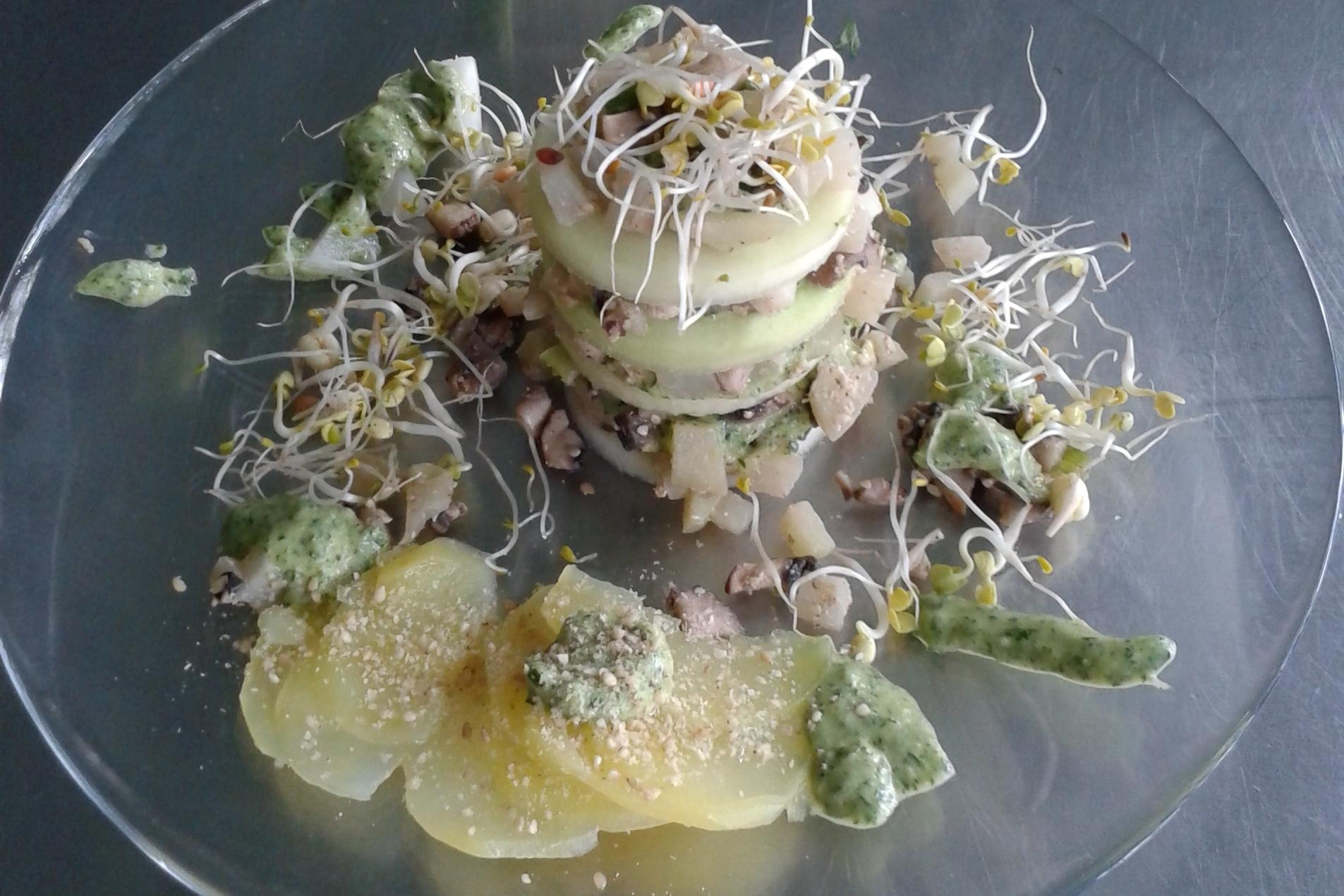 Fit Fasten im Taunus - Kohlrabitürmchen mit Zitronen-Petersilien-Pesto, Sprossen und Kartoffeln