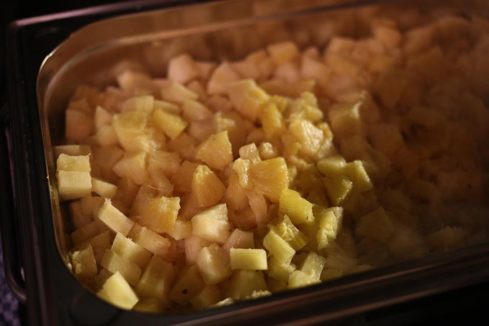 Ananas mit Zimt, Braunem Zucker und karibischen Rum