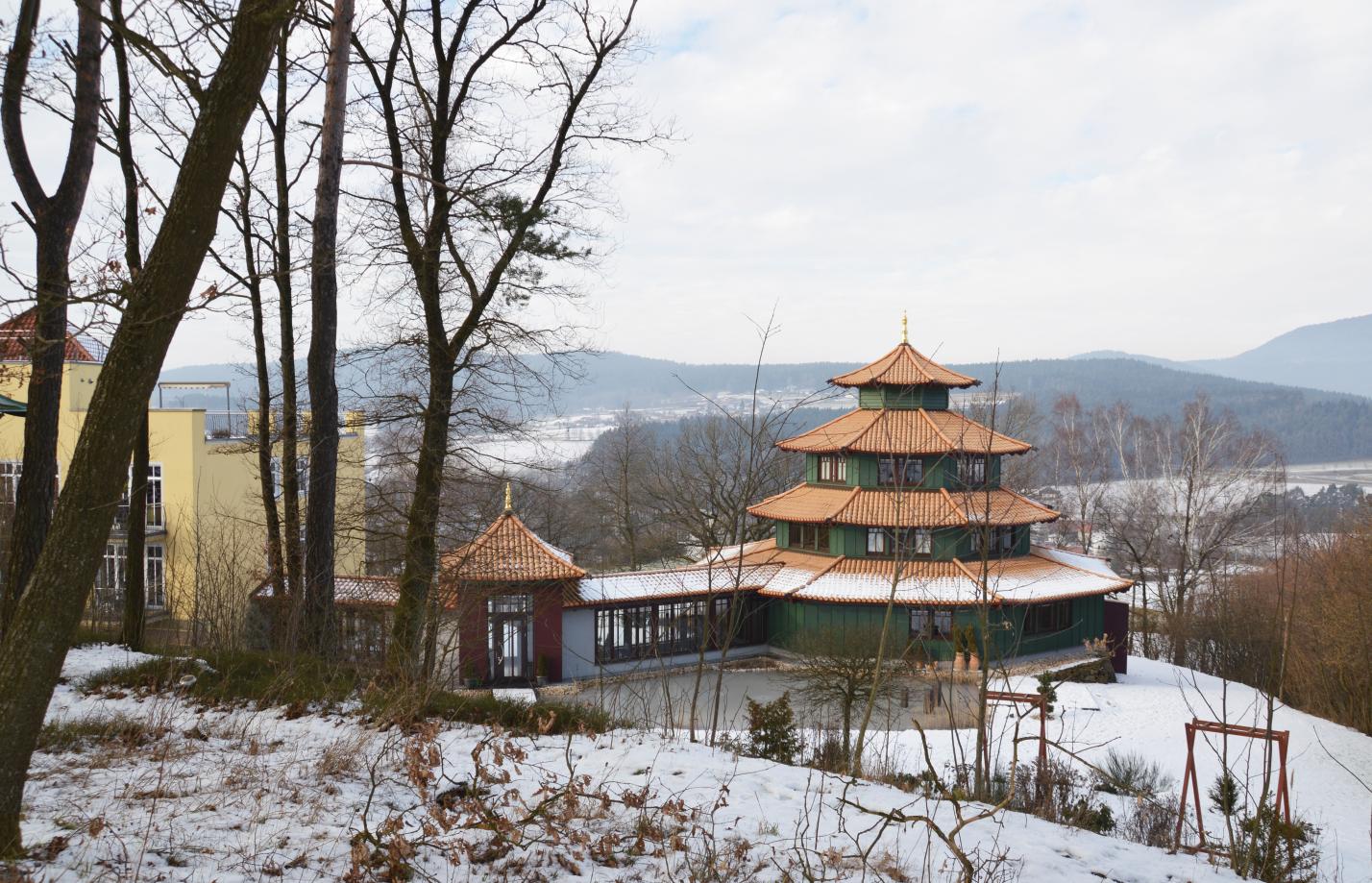 Der Birkenhof mit Schönheitstempel im Bayerischen Wald im Winter