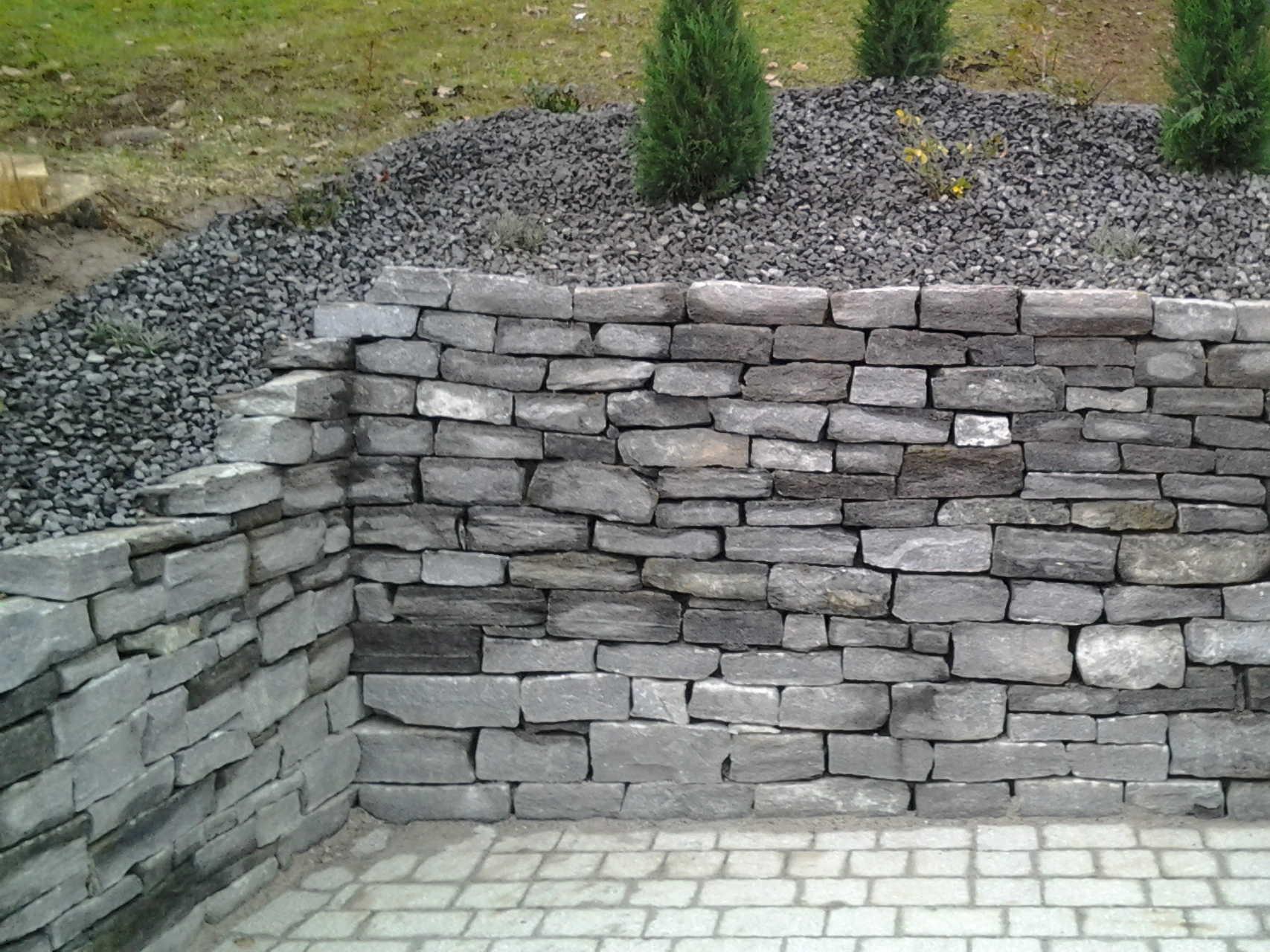Trockenmauer aus Silbergneiss
