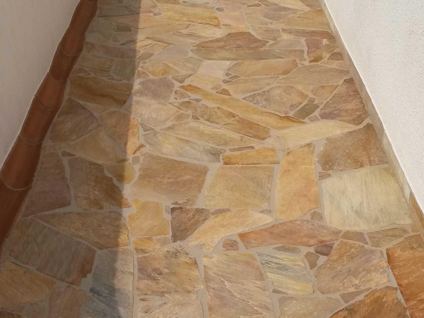 Hauseingang aus polygonalplatten Quarzit