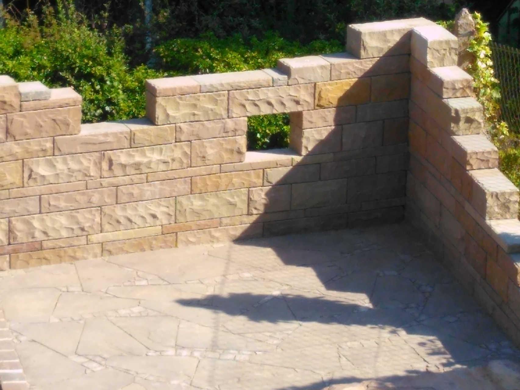 Systemmauer aus indischem Sandstein