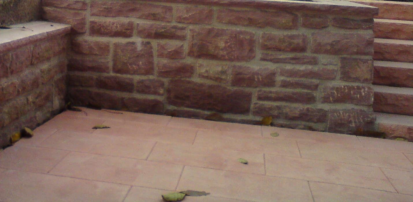 Mörtelmauer aus behauenen Buntsandsteinen