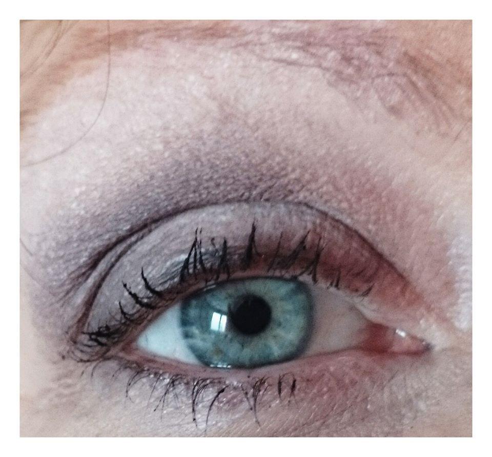 Mise en valeur des yeux bleus (maquillage jour)