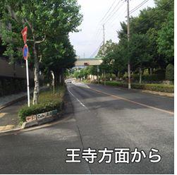 近鉄 萩の台駅前 東南にある歩道橋の 手前を左折してください