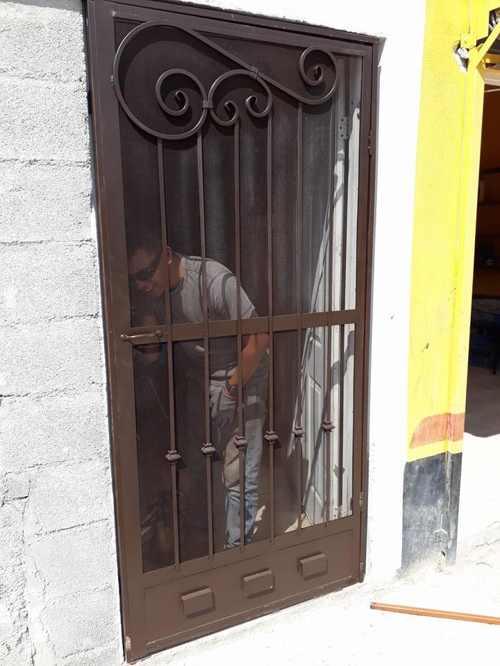 """Malla Mosquitera MOSQUIRED para puertas y ventanas en Rollo y Hoja de Metal Desplegado DT """"GRUDISA"""""""