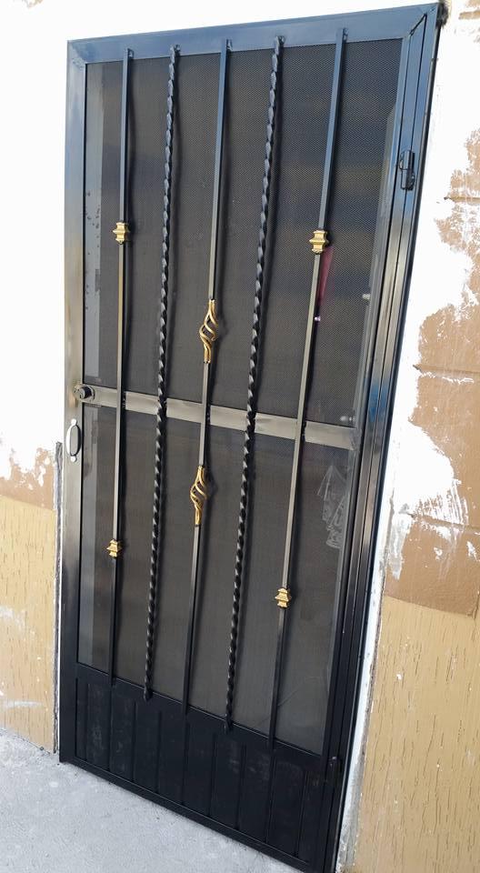 Tablero para puerta grudisa metal desplegado perforado for Puertas para exteriores economicas
