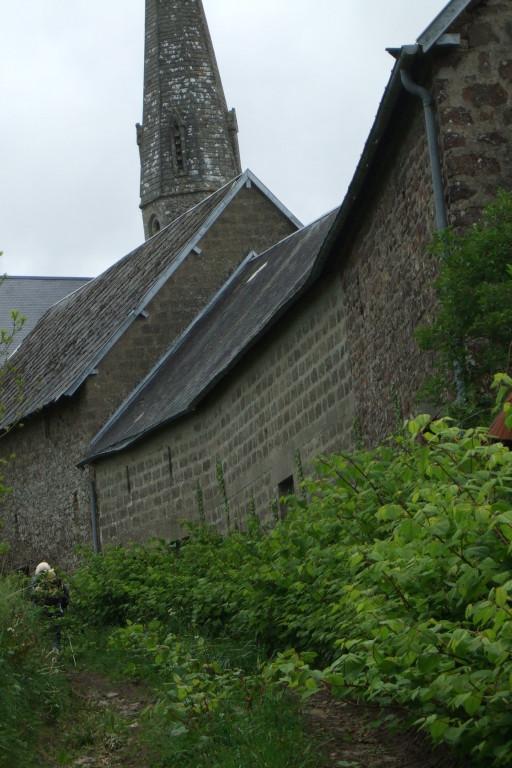 Vue sur l'église de Montpinchon