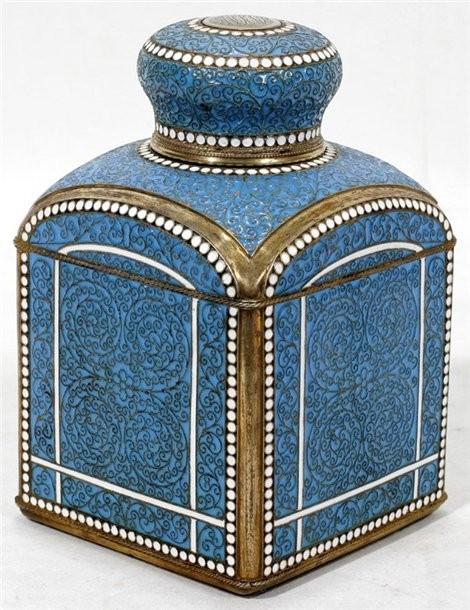 Фабрика золотых и серебряных изделий Густава Клингерта. Чайница, перегородчатая эмаль, 1896 г