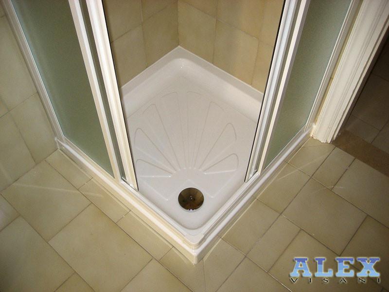 Sostituzione piatto doccia alex vasche firenze vasca - Installazione piatto doccia filo pavimento ...