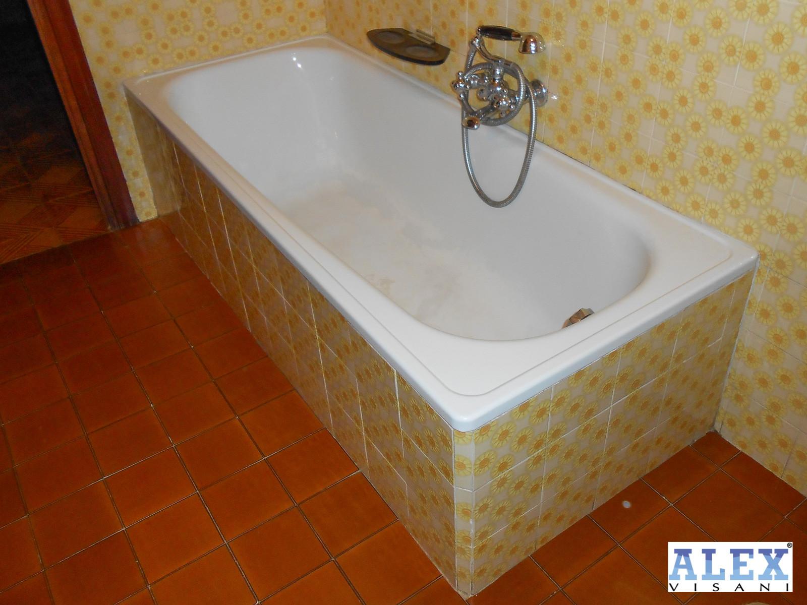 Sovrapposizione vasca da bagno realizzata a siena alex vasche