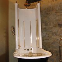 rismaltatura della vecchia vasca da bagno con zampe