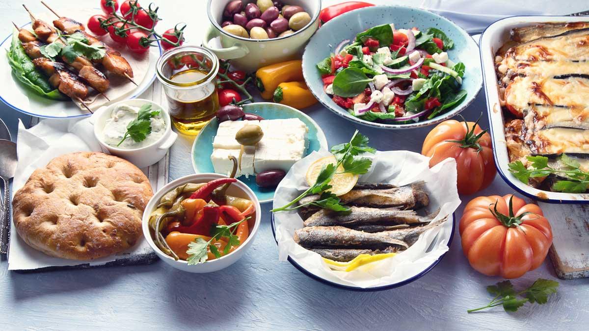 Griechische Mezé-Kultur: Große Vielfalt auf kleinen Tellern