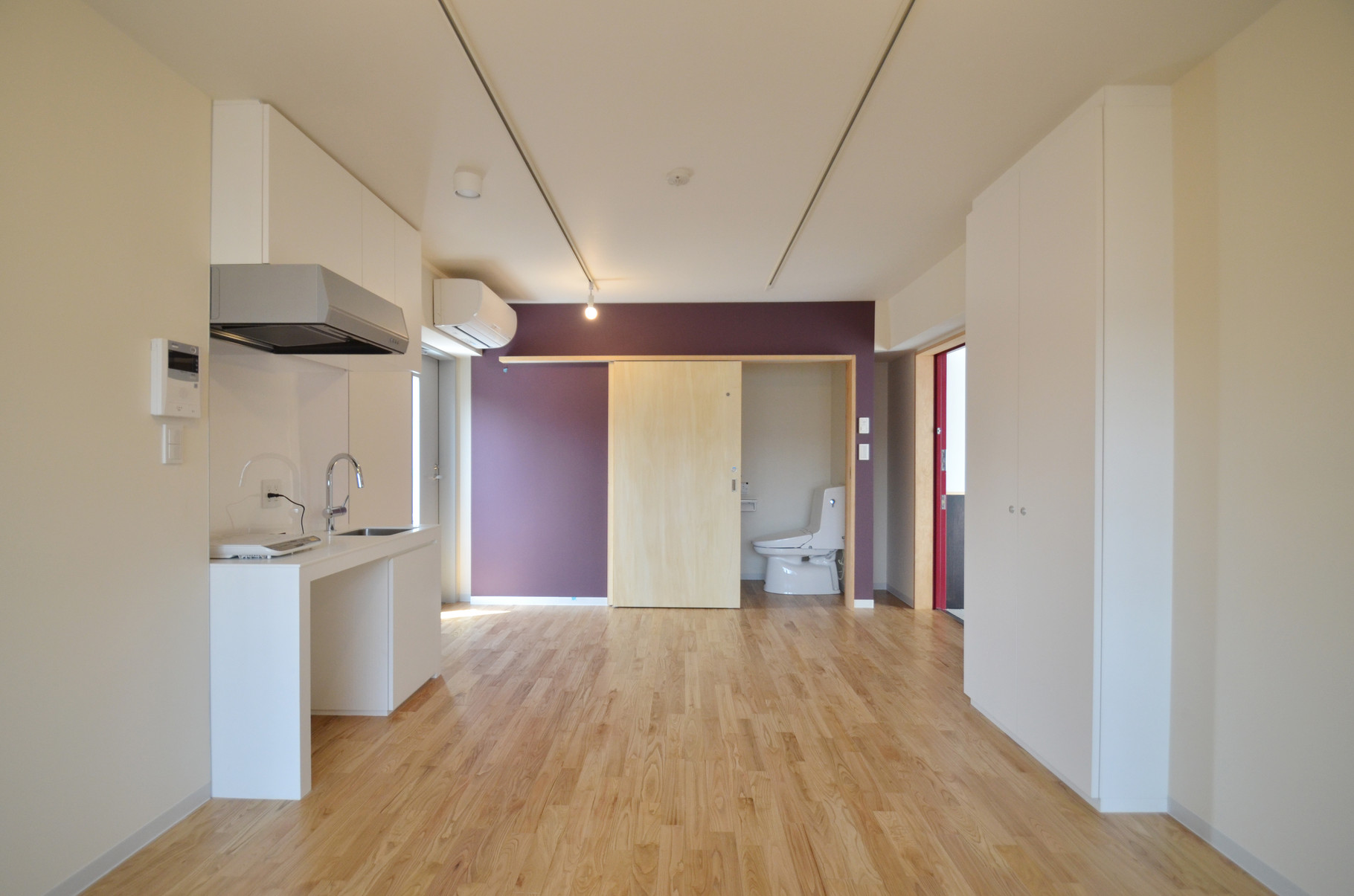 個室はすべてワンルーム。コンパクトなキッチンとシャワー・トイレがあるのでプライバシーも守られます。