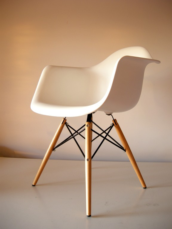 Sedia riedizione bauhaus dw with sedie design famose for La sedia nel design