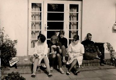 Die Belegschaft liebte es ihre Frühstückspause in der Sonne zu verbringen.