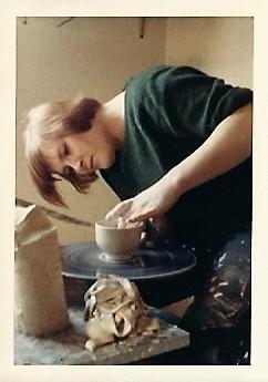 Gerda, hier bereits Altgesellin  machte ihre Lehre in der Töpferei und blieb ihr treu bis zur Auslösung der Firma.