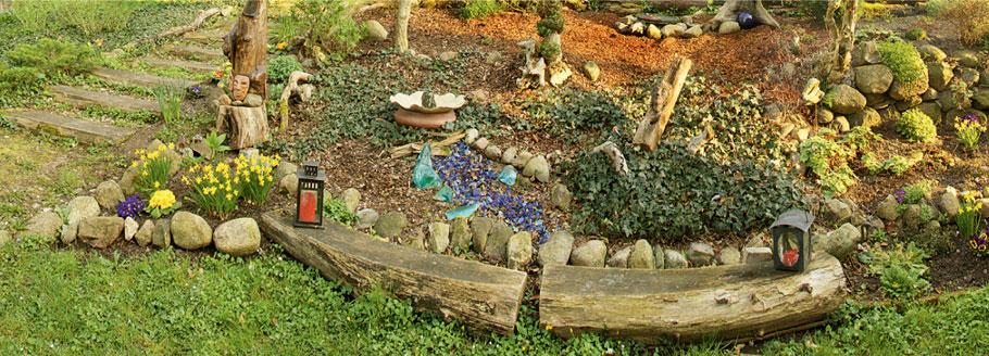Frühling im Skulpturen-Garten von Käte Huppenbauer mit Plastiken und Objekten, Ausstellungsdauer März bis Oktober 2019