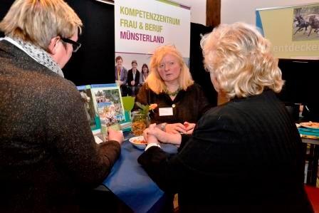 Gespräche, Beratung, Vernetzung: Auch das Kompetenzzentrum Frau & Beruf Münsterland war mit einem Stand vertreten.