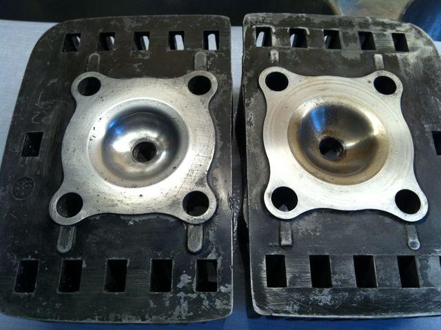 Bild: Plane Zylinderköpfe im Vergleich mit 12 ccm (links) und Kopf mit 11 ccm (rechts)