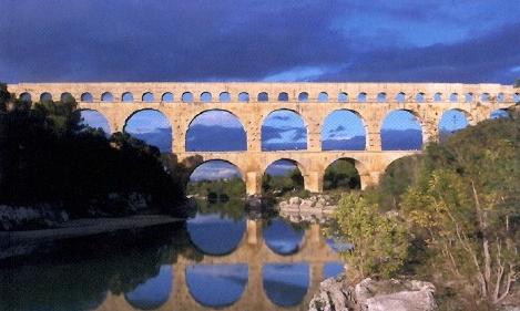 Le pont du Gard sur la rivière Gardon