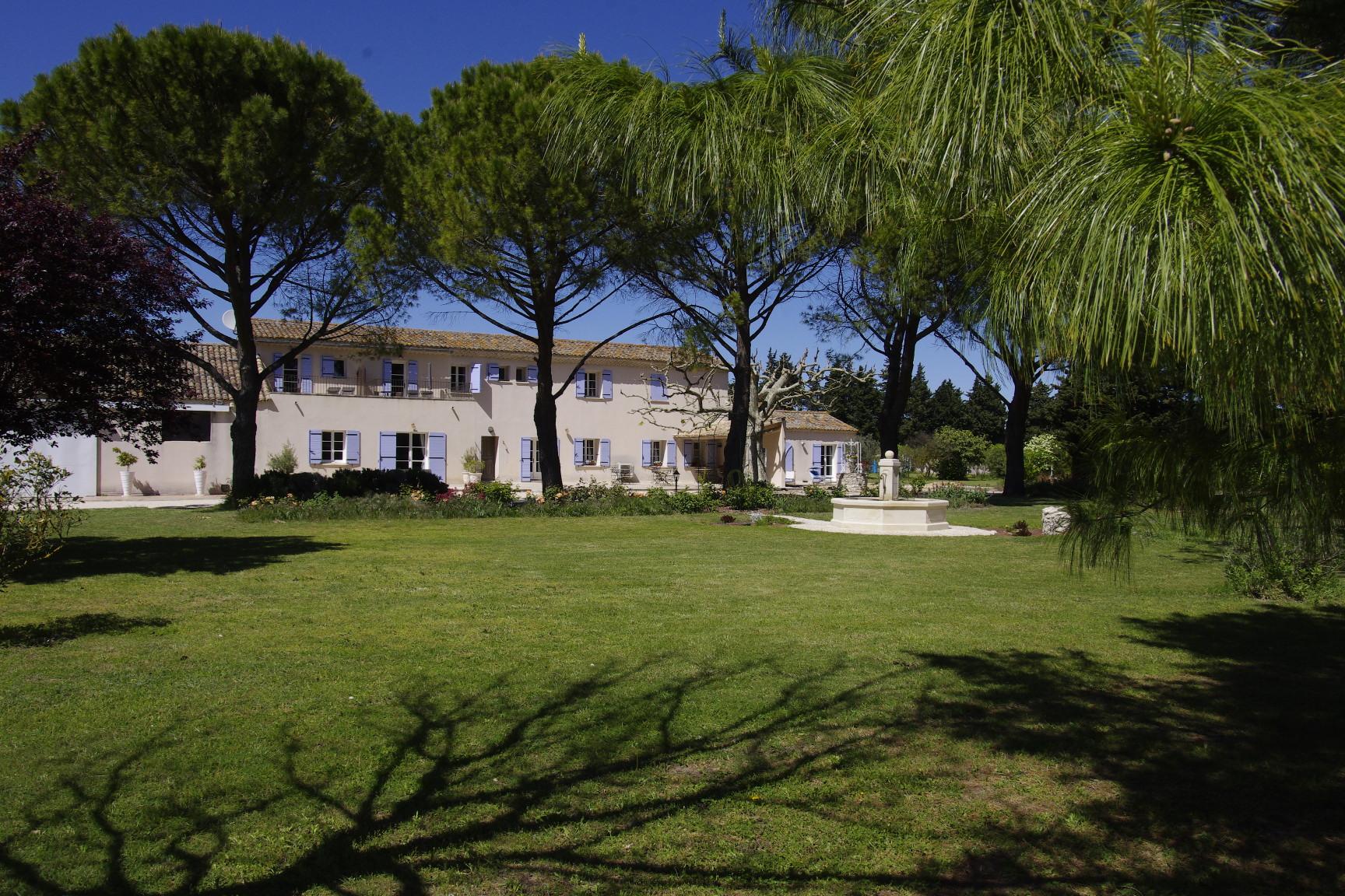 Das Gasthaus le-clos-des-sorgues in dem 13000 m2 park