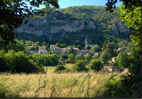 Monieux, a nice village in an exceptional site
