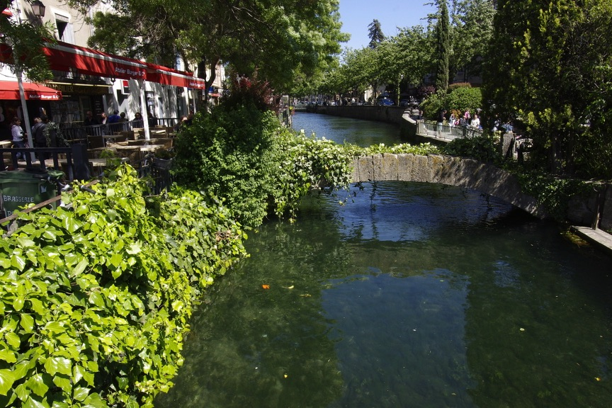 "Der Sorgue Fluss, der durch l'Isle sur la Sorgte fliesst, nur 10 km von dem Gasthaus ""Le clos des Sorgues"" entfernt"