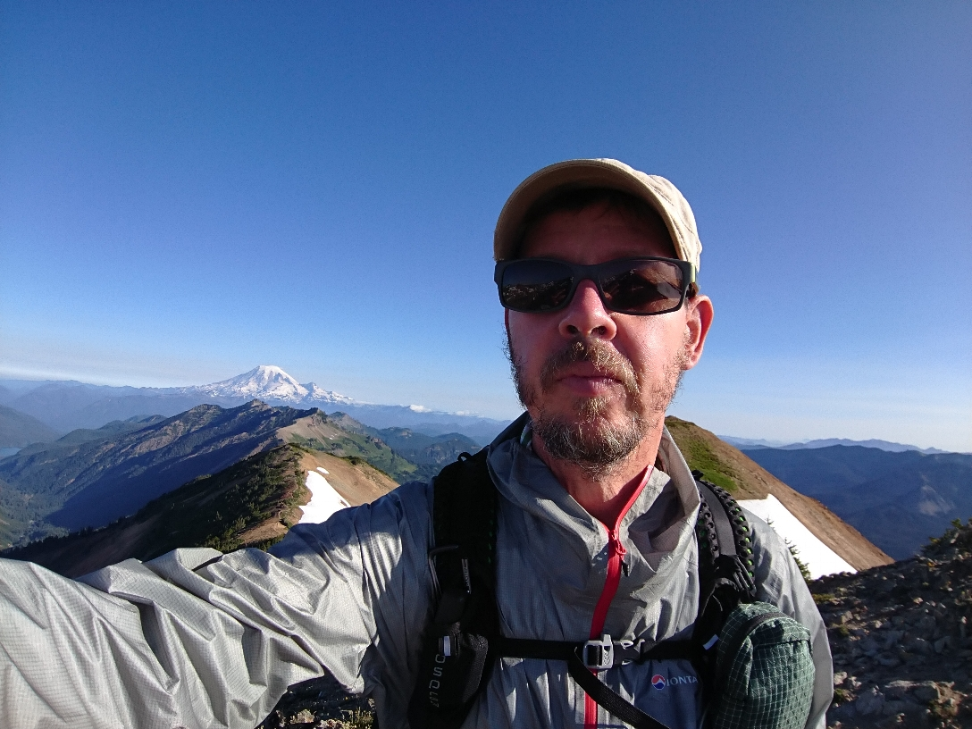 "Auf ""Knife's Edge"" in den Goat Rocks, hinten Mt Rainier"