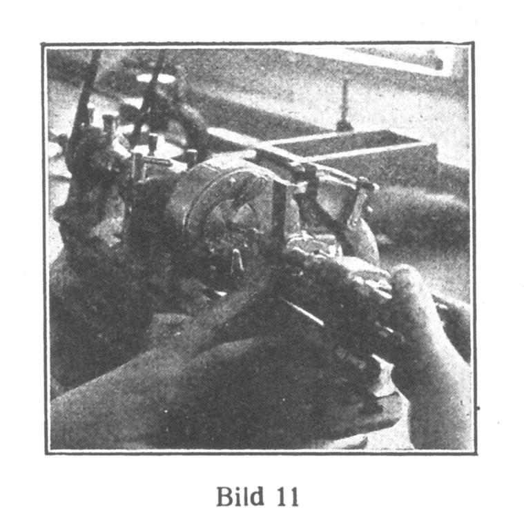 Bild 11: Halbautomatische Steinfaßmaschine