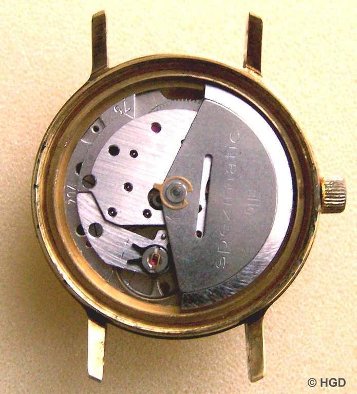 Automatikwerk mit Rotor, Prägung des Kalibers und der Fertigungszeit auf der Platine (75 - 704)